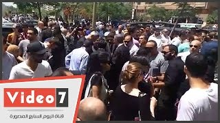 بالفيديو.. رئيس شركة مصر للطيران يتلقى العزاء فى طاقم الطائرة المنكوبة بمسجد ابوبكر الصديق