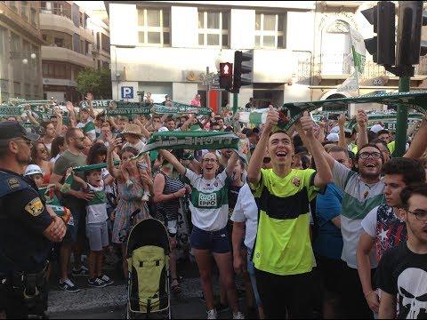 Miles de aficionados del Elche C.F. celebran el ascenso a Segunda División