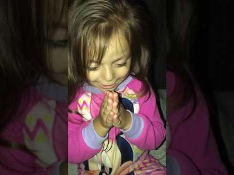 3 YEAR OLD SAYING NOW I LAY ME DOWN TO SLEEP PRAYER