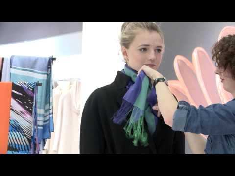 Как повязать платок на пальто с воротником