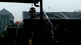 Hujan Deras disertai angin kencang di Tasikmalaya