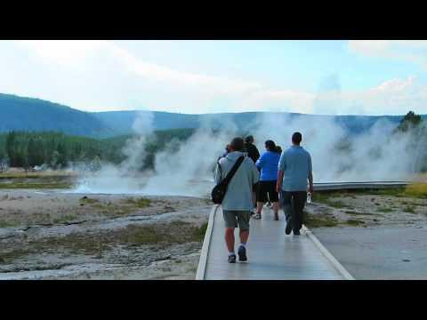 Yellowstone park. Tardy Geyser