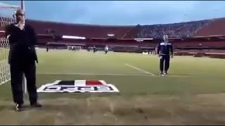 Confira o canto forte da torcida do Talleres horas antes de o time eliminar o São Paulo