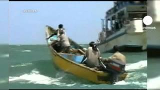 حمله دزدان دریایی به یک کشتی در...