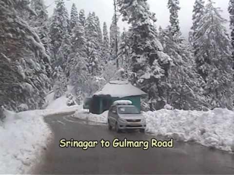 Snowfall on Srinagar Gulmarg Road