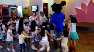Артак на детском празднике в Ереване.
