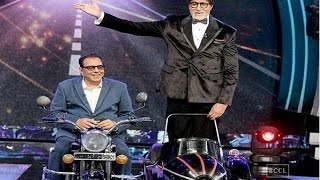 Amitabh Bachchan and Dharmendra recreate the iconic 'Jai-Veeru' scene from 'Sholay'