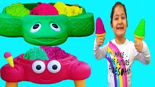 Öykü and Masal Pretend Play Selling Sand Ice Cream & Funny Toys