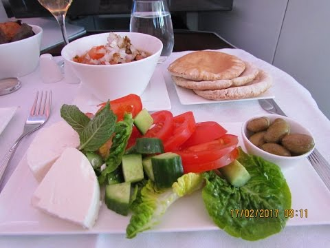 THE BEST WAY TO FLY - Qatar Airways - Travel Vlog