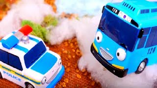 Tayo the little bus - Police car helps toy bus