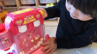 映画にはポップコーンが必要~!?ポンポンはねるおもちゃで手作り!!おりょうりごっこ Make a Popcorn Toys