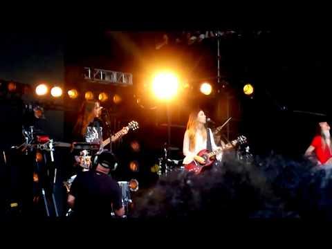 HAIM - Nothing's Wrong - Lollapalooza 2016 - Chicago IL