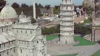 Парк  Италия в миниатюре  (Римини)(Парк Италия в миниатюре (Римини) В этом видео представлен один экспонат- Пизанская башня и соборы рядом..., 2015-05-01T20:59:47.000Z)