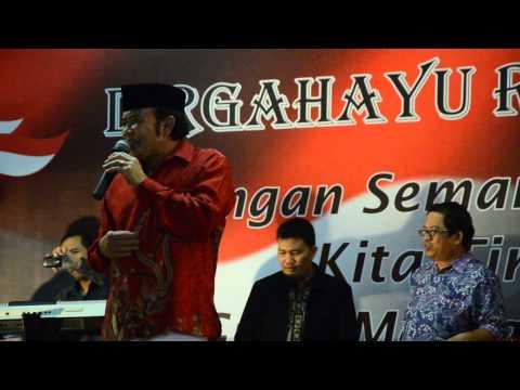 Rhoma Irama dalam HUT RI ke 68 di Pondok Karya Jakarta Selatan