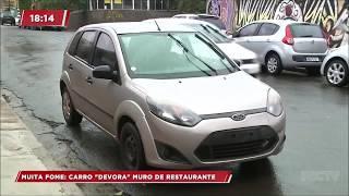 Carro invade restaurante no centro de Londrina