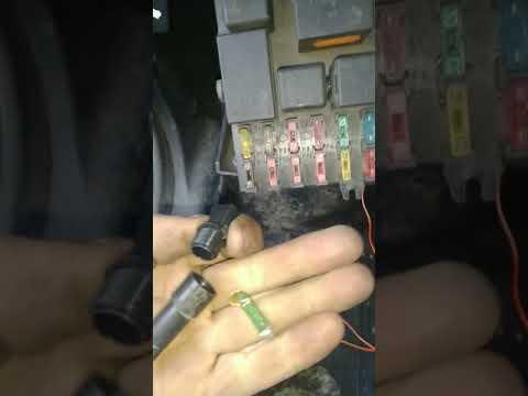 Центральный замок ВАЗ 2110 Не работает. Работает ))
