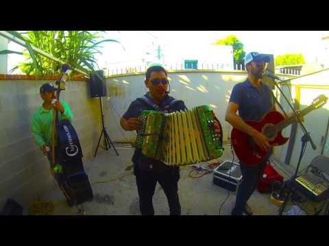 Laurita Garza - Gustavo Chirrines Con Tololoche En Los Angeles Grupo Norteno Riverside