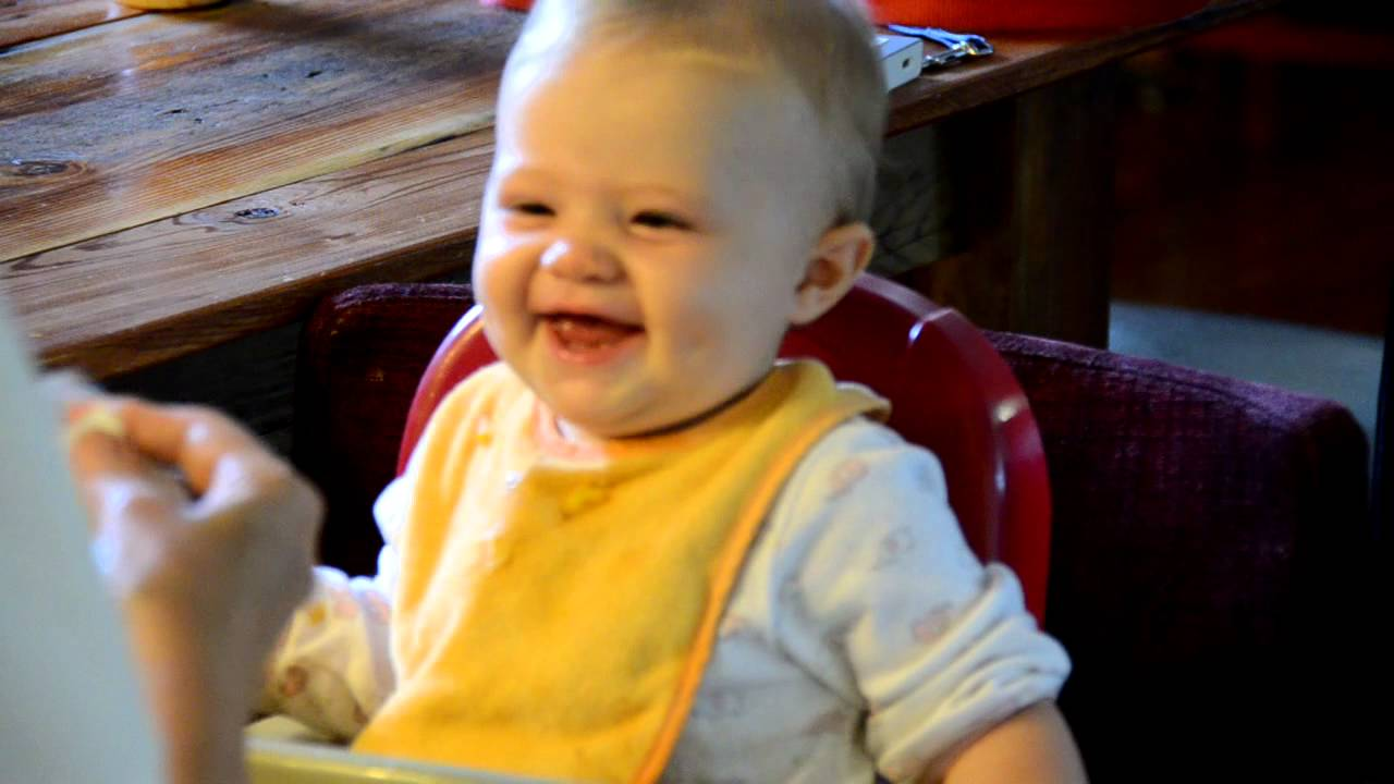 baby laughing at ripped paper Baby thinks ripping paper is comedy gold [video] by james plafke | 5:35 pm, february 28th, 2011 we already have proof that babies are pretty adorable when they think things are funny.