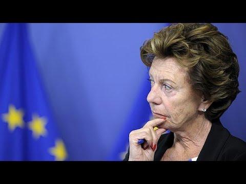 """Bahama Leaks: Neelie Kroes dirigiu empresa """"offshore"""" quando era comissária europeia"""