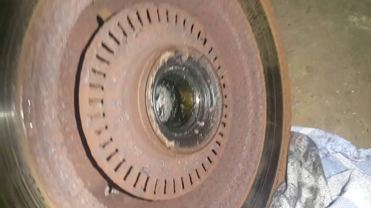 Как снять задний тормозной диск с подшипником и защиту cсуппорта AUDI A4 B5