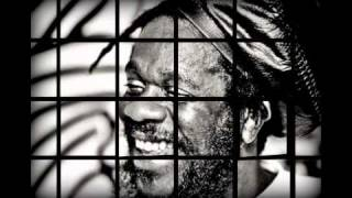 Dennis Brown - Queen Majesty + Lyrics