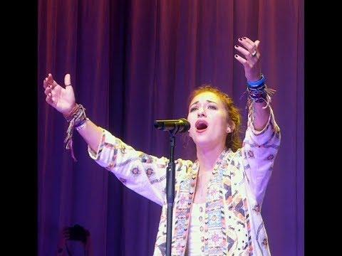 """Turn Your Eyes Upon Jesus/Something Beautiful""...Lauren Daigle LIVE...Houston, TX...10/27/18 (4K )"