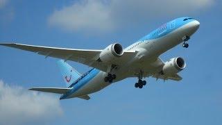 Luchtmachtdagen 2014 in Gilze-Rijen: De nieuwste Dreamliner, Boeing 787 van Arkefly