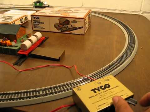 Tyco Operating Floodlight Car and Freight Unloading Depot Demo