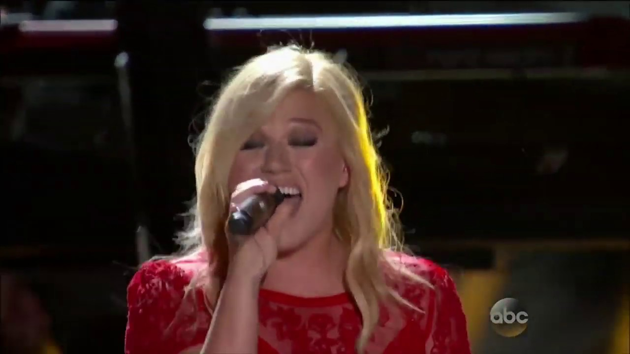 Download Kelly Clarkson   Tie It Up Live on CMA Music Festival  Country's Night to Rock 2013 HD