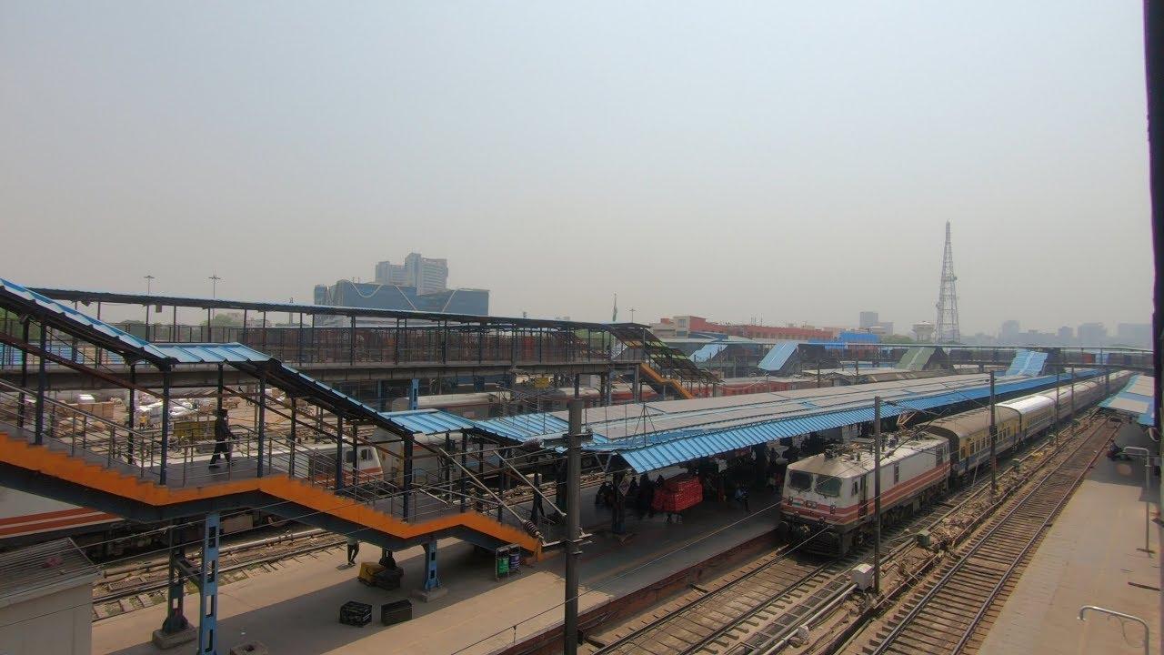 实拍新德里火车站,看看印度基础设施
