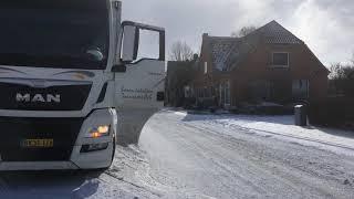 4. En lastbil foran Dagli' Brugsen. Varighed: 32sek