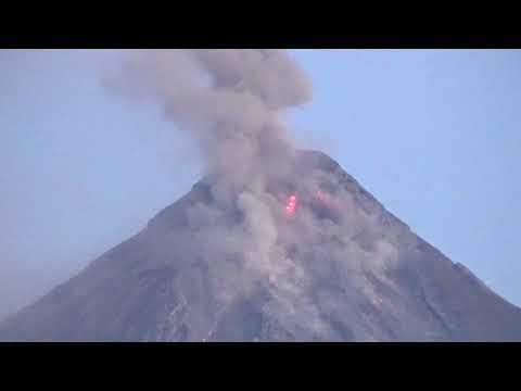 Mayon Volcano Erupts Jan 23, 2018 (Close Up Video)
