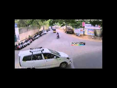 Hitech Mobile Robbery in Hyderabad caught exclusively in CCTV Footage