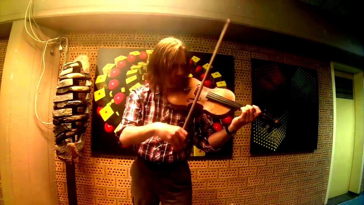 How to play Thunderstruck on one violin