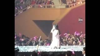 태연 콘서트에서 팬들과 사진 Taeyeon take a picture with sone  fancam concert