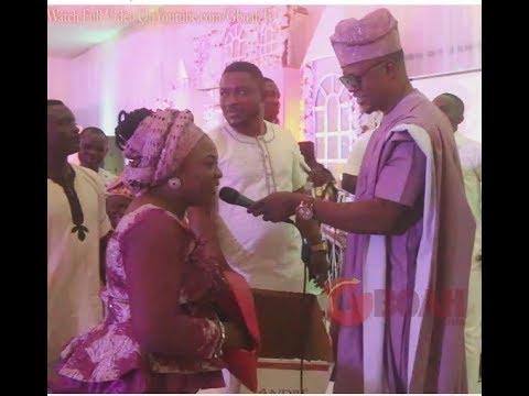 Lanre Teriba Atorise Sings for Bunmi Adeoye Omije Ojumi as she sprays him money and also sings
