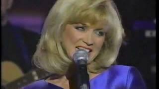 Barbara Mandrell singing