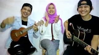 Download Video Adek Berjilbab Ungu Cover Ukulele | Deny Reny Ft Ical MP3 3GP MP4