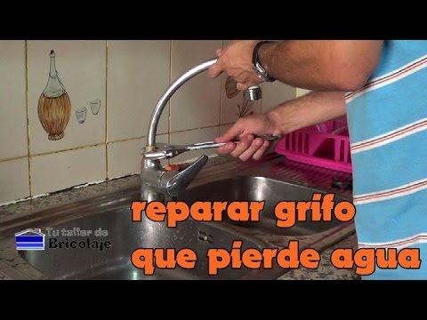 Cmo reparar un grifo de cocina que pierde agua  YouTube