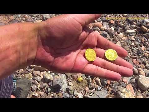 Нашёл древние монеты Петра 1722 года среди камней