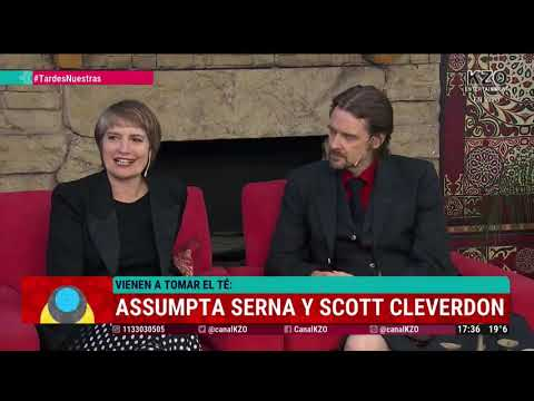 assumpta-serna-&-scott-cleverdon-(en-falda-escocesa-/-kilt-)-con-robertito