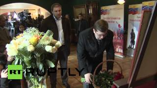 Russia: Lavrov bows to honour the passing of Chavez