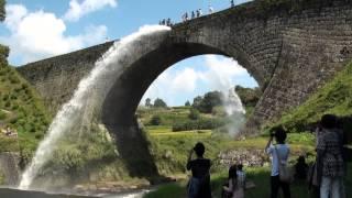 江戸時代の最高傑作。通潤橋のダイタミックなド迫力放水!