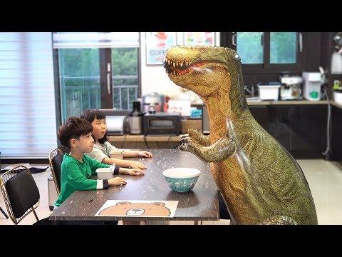 공룡이 아파요! 공룡 돌보기 놀이 뉴욕이랑 놀자 Sick Dinosaur Care NY Toys
