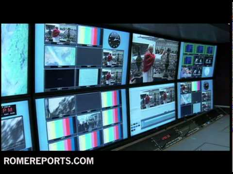 Pope gets close up of Vatican TV truck