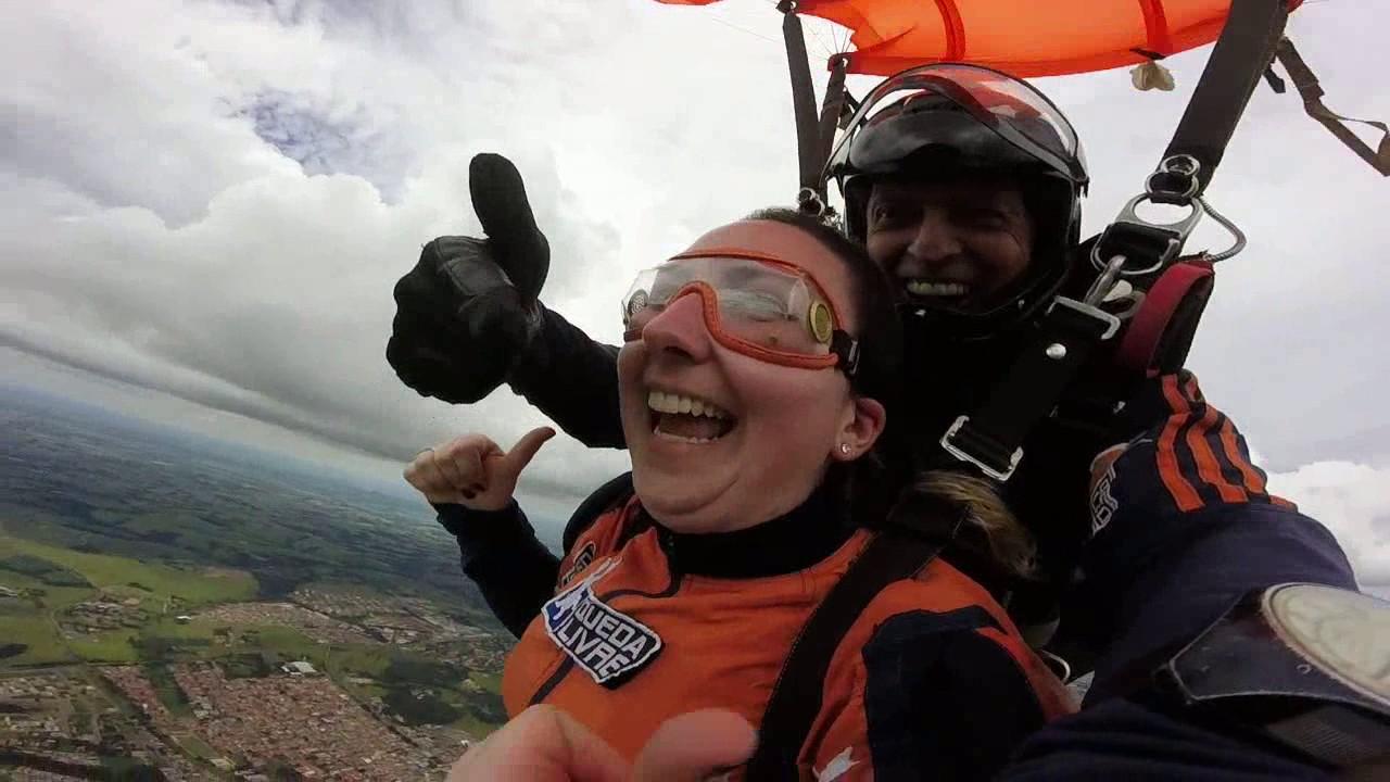 Salto de Paraquedas da Caroline F na Queda Livre Paraquedismo 07 01 2017