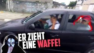 Er zieht seine WAFFE! | Moji reagiert