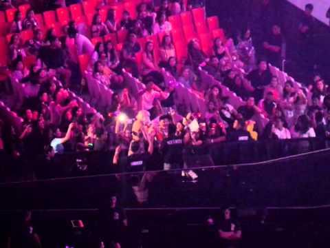 The Dolls Live in Phil. Arena 2015 - DJ Mia Moretti Falls Off the Stage!