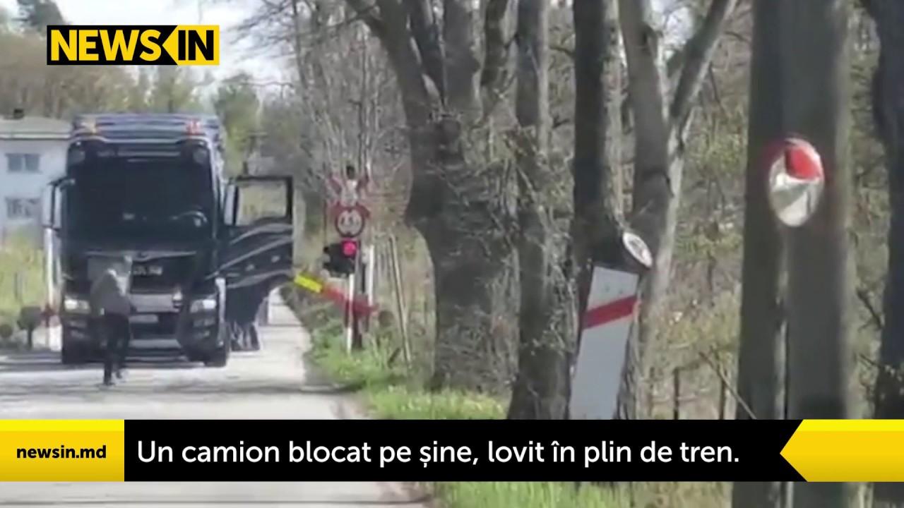 Download Un camion blocat pe șine, lovit în plin de tren.