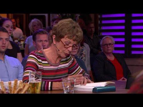 Moeder Joan leest emotionele afscheidsbrief dochter voor - RTL LATE NIGHT